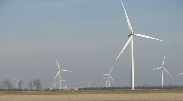 chatham-kent-ontario-enbridge-wind-from-kenesserie-road